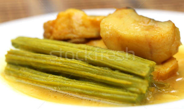 étriller poissons plaque alimentaire fond vert Photo stock © bdspn