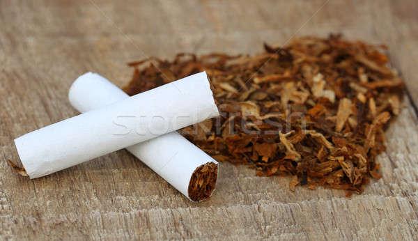 Kurutulmuş tütün yaprakları sigara dekore edilmiş kalp şekli Stok fotoğraf © bdspn