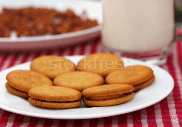 Raddoppiare strato crema cookies vetro latte Foto d'archivio © bdspn