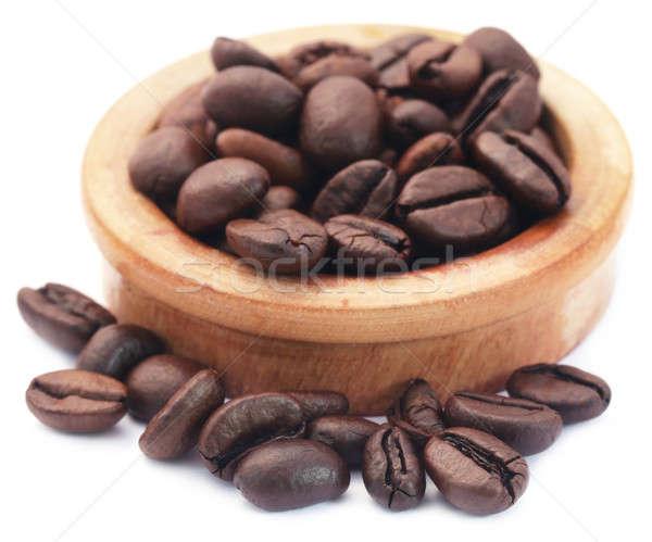 Pörkölt kávébab fából készült tál fehér ital Stock fotó © bdspn