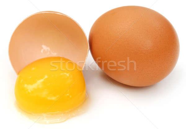 Tojások törött tojássárgája fehér étel háttér Stock fotó © bdspn