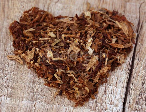 Séché tabac laisse décoré forme de coeur bois Photo stock © bdspn