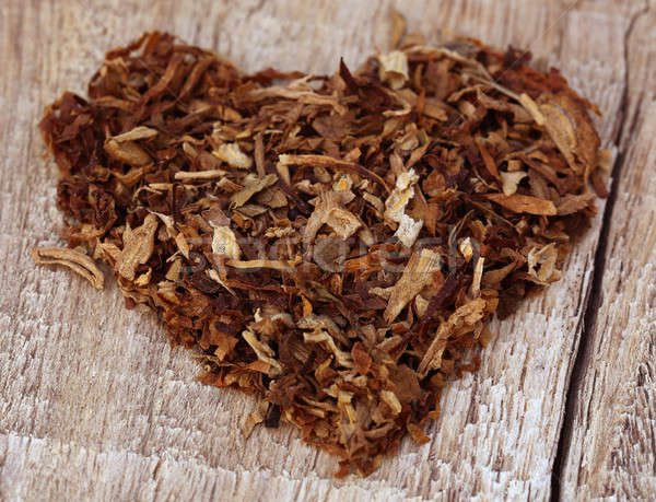 Gedroogd tabak bladeren ingericht hartvorm houten Stockfoto © bdspn