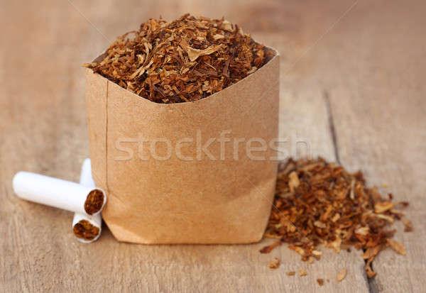 Gedroogd tabak bladeren sigaret houten oppervlak Stockfoto © bdspn