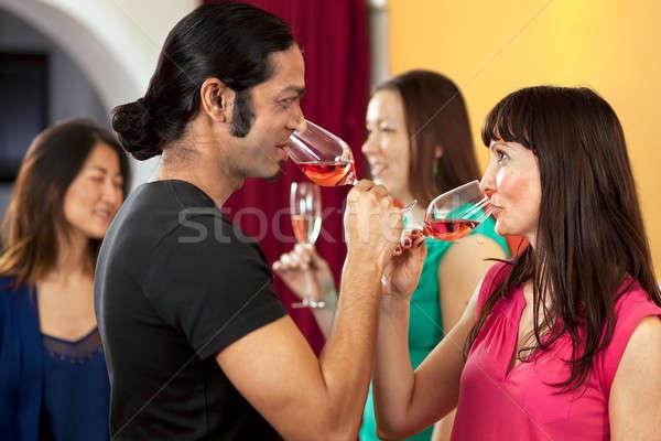Tempo de festa potável rosa vinho amigos Foto stock © belahoche