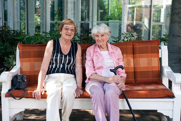 Kettő idős nők élvezi nap kint Stock fotó © belahoche