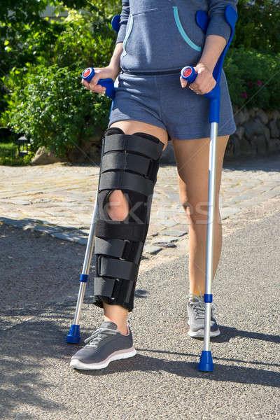 女性 着用 脚 徒歩 松葉杖 アジャスタブル ストックフォト © belahoche