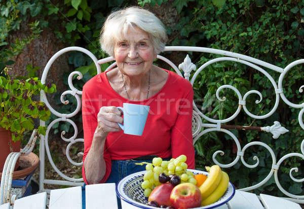 Vieja café jardín sonriendo taza Foto stock © belahoche