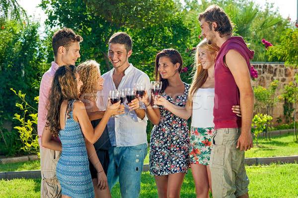 Gençler şarap grup mutlu Stok fotoğraf © belahoche