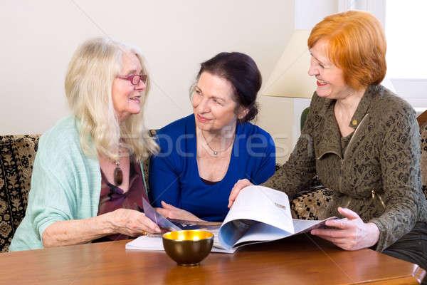 Centro edad mujeres amigos hablar vida Foto stock © belahoche