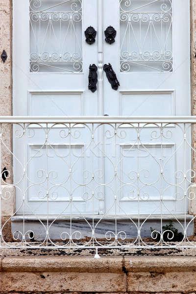 Przednie drzwi mieszkaniowy starożytnych miasta pionowy zdjęcie Zdjęcia stock © belahoche