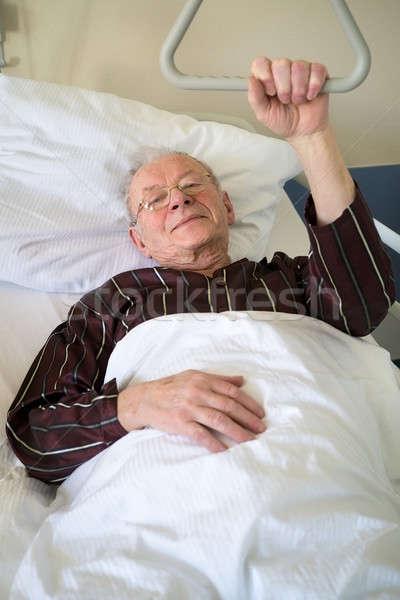 Senior homem cama de hospital doença operação Foto stock © belahoche