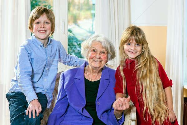 Avó posando dois netos sorridente idoso Foto stock © belahoche