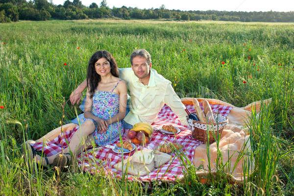 Romantique pique-nique campagne séance Photo stock © belahoche
