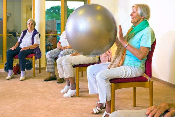 Anziani signore pilates palla anziani Foto d'archivio © belahoche