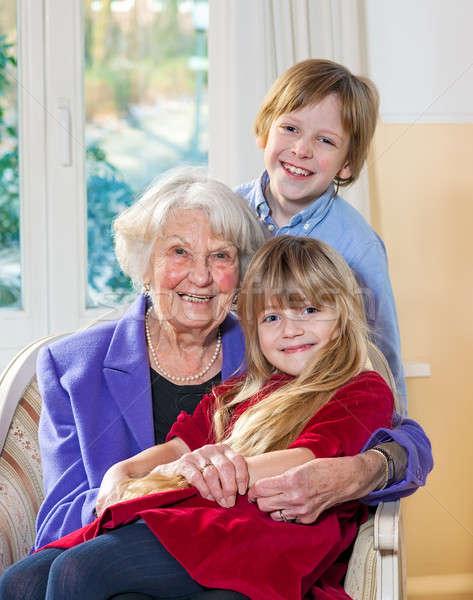 Portrait grand-mère petits enfants âgées séance fauteuil Photo stock © belahoche