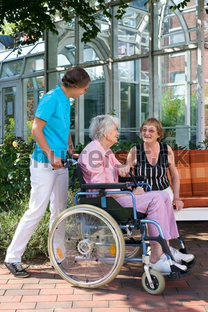 Jóvenes atención ayudante amigo ancianos Foto stock © belahoche