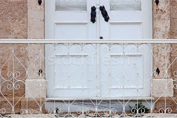 Przednie drzwi szczegół mieszkaniowy starożytnych miasta poziomy Zdjęcia stock © belahoche