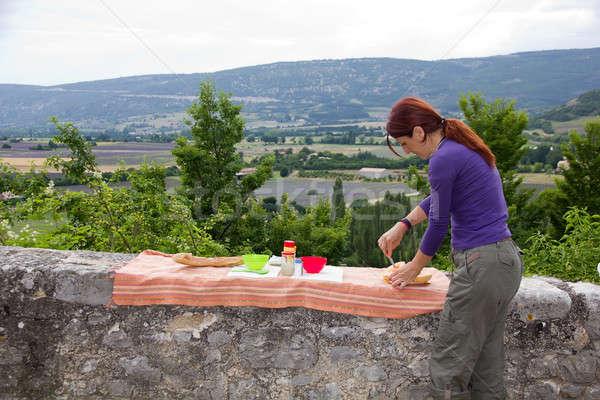 Mulher jovem férias jantar França casual feminino Foto stock © belahoche