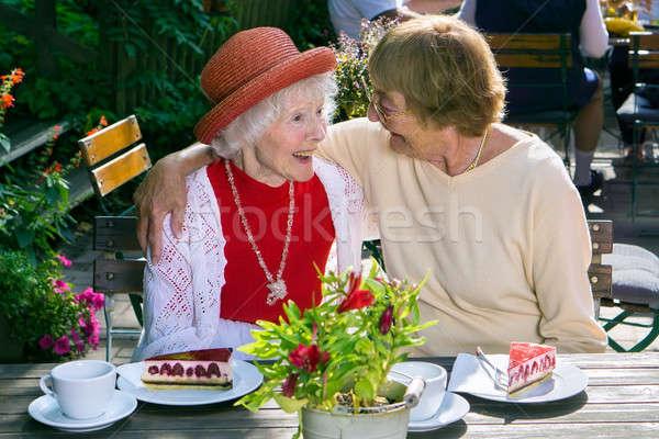 Vrouw lachend vriend lunch cute Stockfoto © belahoche