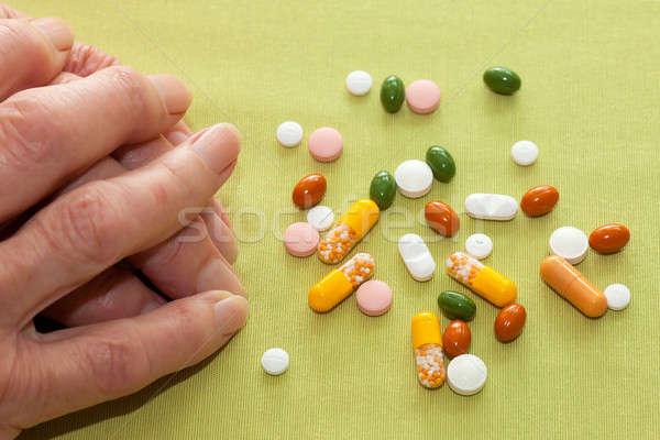 Idős nő gyógyszer kezek asztal válogatás kapszulák Stock fotó © belahoche