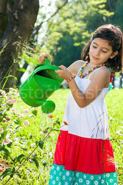 Mooie jong meisje bloemen tuin heldere Stockfoto © belahoche