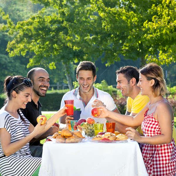 Vrienden aangenaam maaltijd Stockfoto © belahoche
