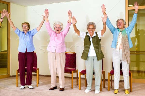 Feliz entusiasta grupo senior mulheres exercício Foto stock © belahoche