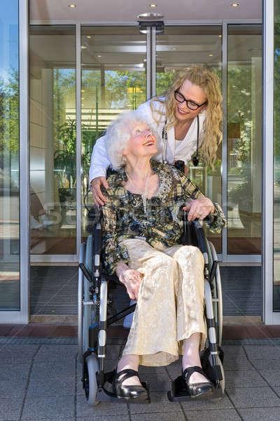 Сток-фото: медсестры · говорить · коляске · женщины · счастливым