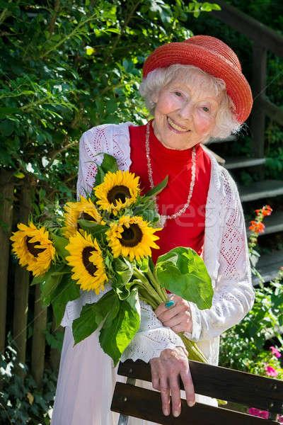Chic senior dame kleurrijk Rood zomer Stockfoto © belahoche