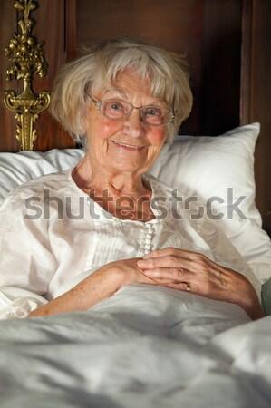 пожилого пенсионер чтение книга кровать женщины Сток-фото © belahoche