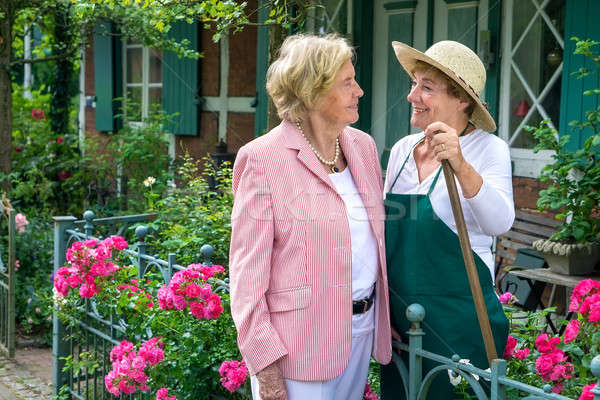 Dois senior mulheres falante juntos jardim Foto stock © belahoche