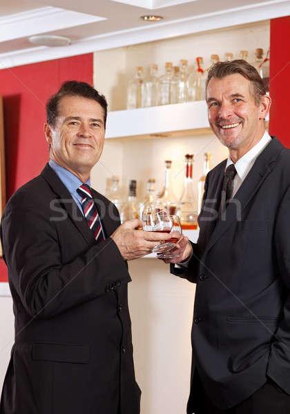 Vrienden vieren twee geslaagd deal Stockfoto © belahoche