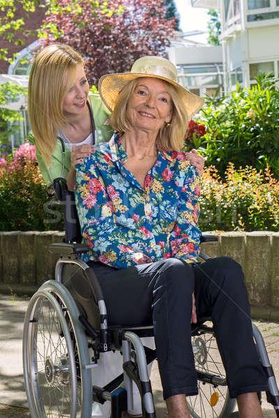 Сток-фото: медсестры · старший · женщину · улице · саду