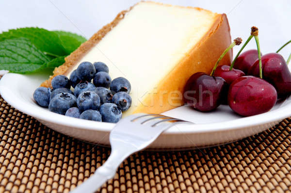 Tarta de queso cerezas arándanos estacional frutas rebanada Foto stock © bendicks