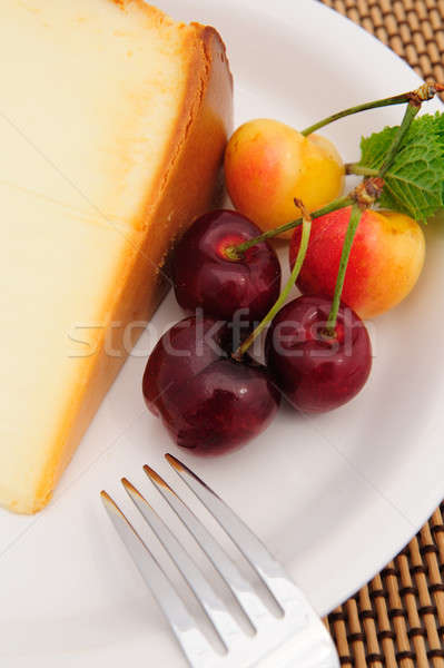 Wiśni sernik wiśniowe biały tablicy plaster Zdjęcia stock © bendicks