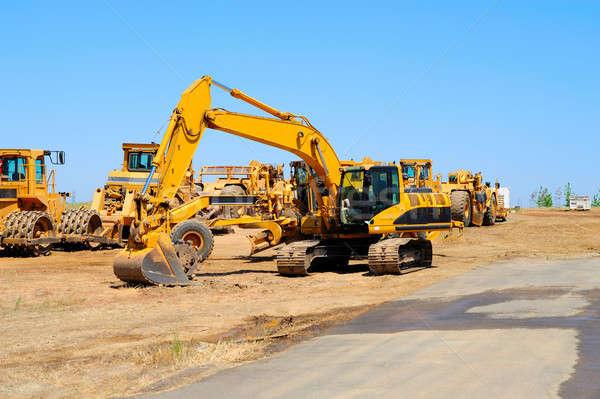 Kotrógép nehézgépek nehéz építkezés felszerlés felfelé Stock fotó © bendicks