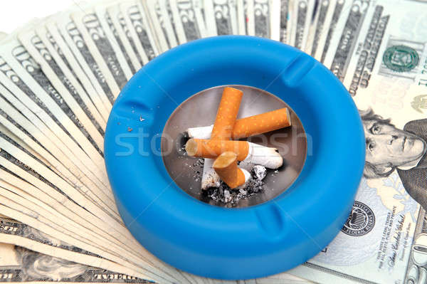 Sigara küllük para atık sigara sigara tiryakisi Stok fotoğraf © bendicks