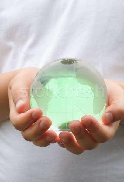 Foto stock: Planeta · vidro · bola · mãos · crianças · bebê