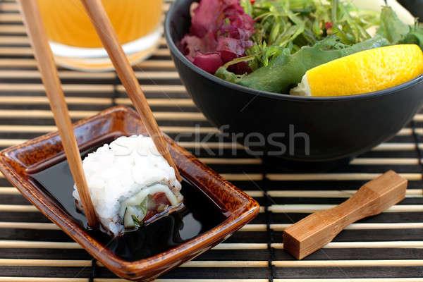 Sushis salade mer fond rouge plaque Photo stock © bendzhik