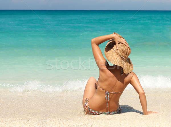Femme chapeau de paille plage tropicale séance or Photo stock © bendzhik