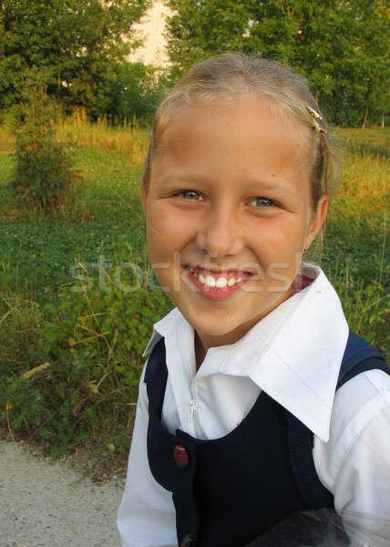 улыбаясь девушки природы улыбается глядя ребенка Сток-фото © bendzhik