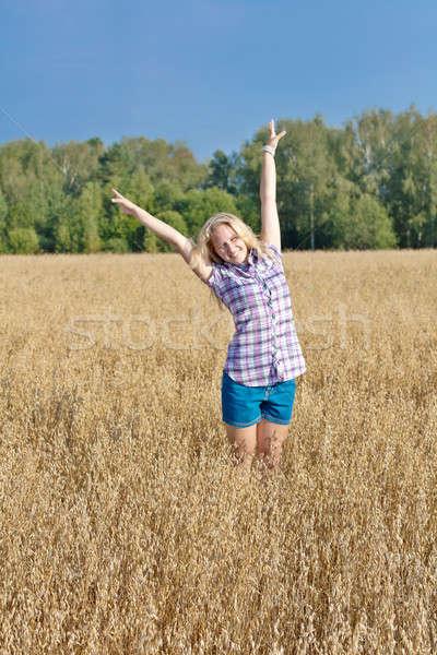 Kız alan mutlu kız doğa manzara Stok fotoğraf © bendzhik