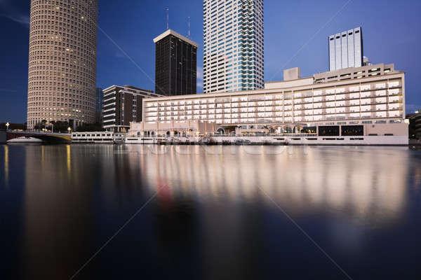 Innenstadt Gebäude Stadt Reise Skyline Fluss Stock foto © benkrut