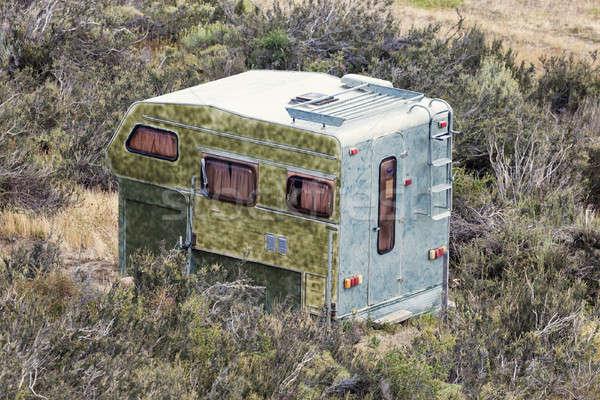 Verlaten kampeerder gras natuur vrachtwagen Stockfoto © benkrut
