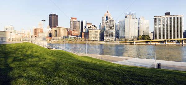 Skyline laat namiddag gebouw reizen rivier Stockfoto © benkrut