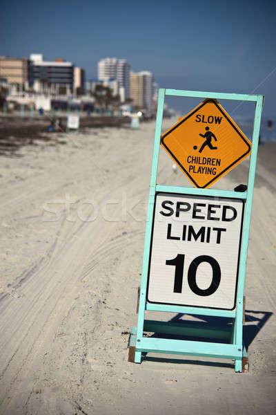 замедлять детей играет ограничение скорости 10 пляж Сток-фото © benkrut