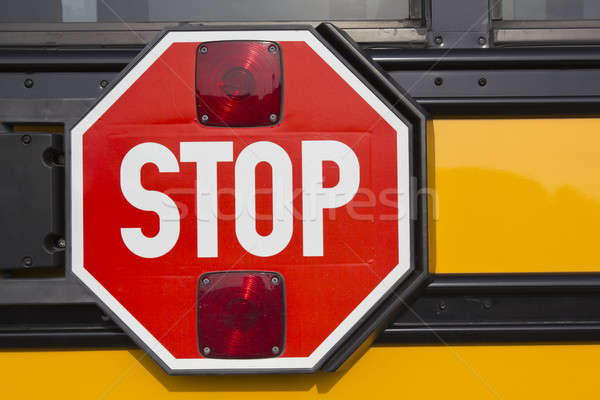 Stop jaune bus scolaire rouge Photo stock © benkrut