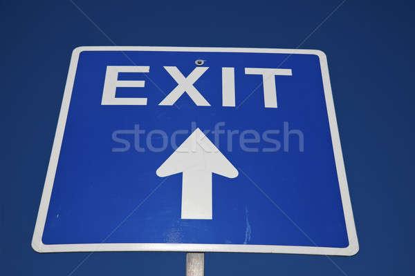 Blau exit sign blauer Himmel Zeichen Stock foto © benkrut