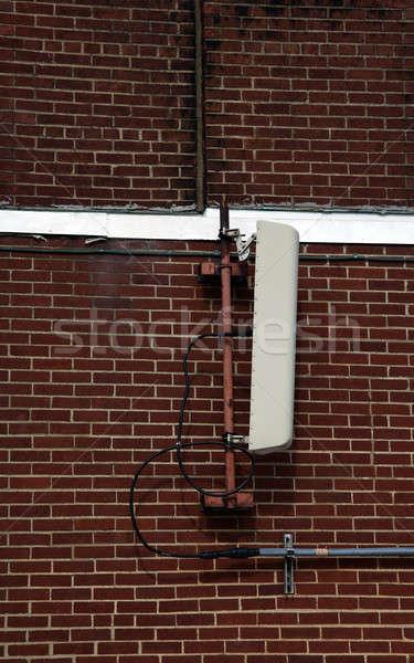 Celular antena pared pared de ladrillo ladrillo blanco Foto stock © benkrut